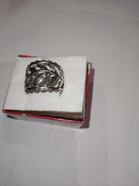pierścionek ze wzorem liść srebro pr 0,925 49zł