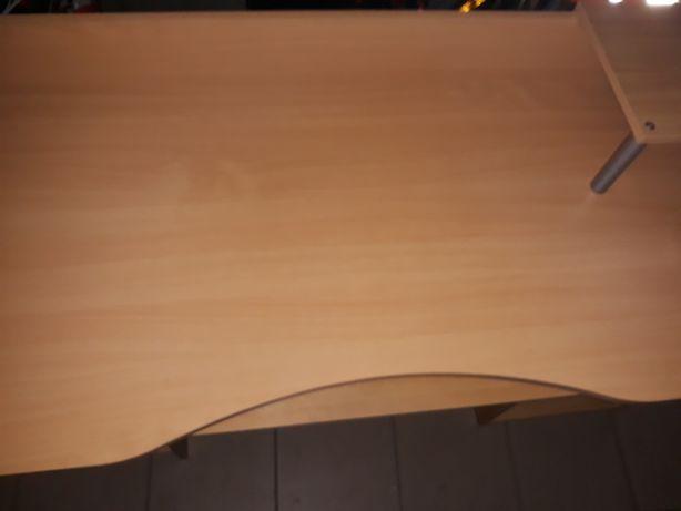 Sprzedam biurko duże.