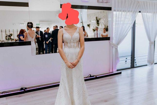 Piękna, błyszcząca suknia ślubna