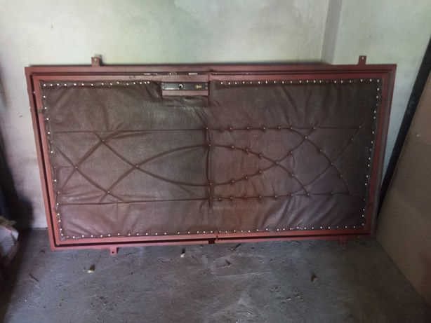 Drzwi do garazu warsztatu metalowe zewnetrzne