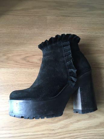 Vendo botas em otimo estado tamanho 35