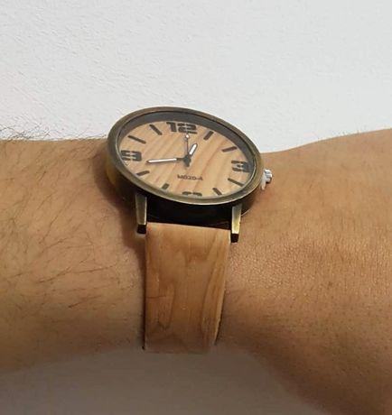 Relógio c/ bracelete imitação madeira NOVO