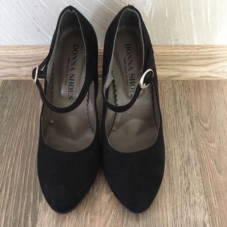 Жіноче взуття.