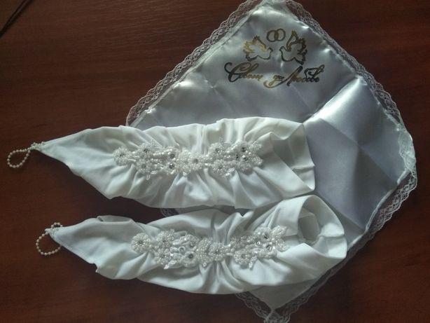 Свадебные перчатки и платочек для колец