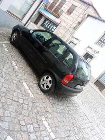 Vendo Opel Corsa 2000 .