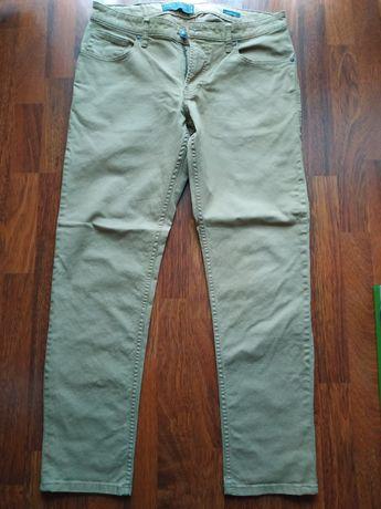 Jasne spodnie męskie z C&A, używane w bardzo dobrym stanie