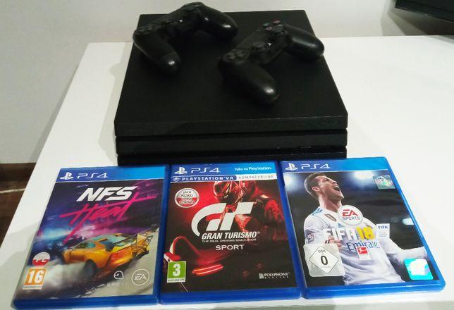 Konsola PlayStation 4 Pro PS 4 Pro stan bardzo dobry + 2 pady + 3 gry