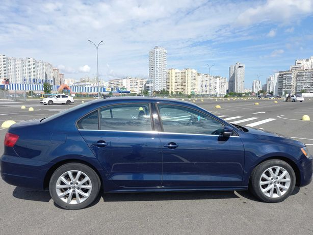 2013 Volkswagen Jetta. 2,5 литра. Газ/бензин. Кожаный салон.
