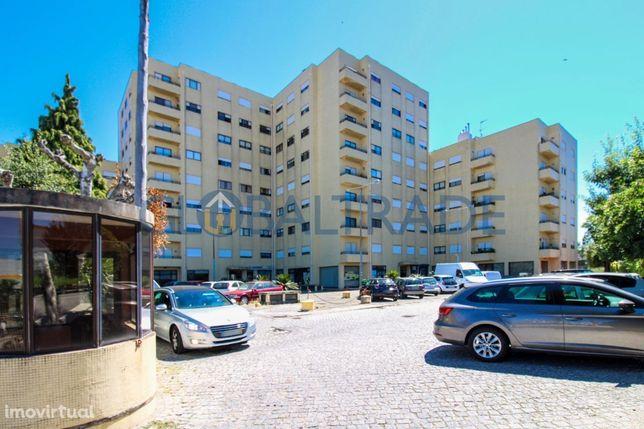 Apt.T2 c/ lugar garagem + arrumo fechado à IC29 - São Cosme!