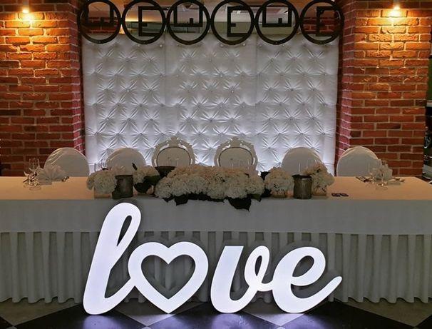 Pikowana ścianka glamour + Trony weselne + Ramy z inicjałami na wesele