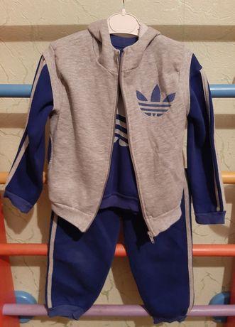 Продам теплый спортивный костюм Nike. Рост 110-122 см.