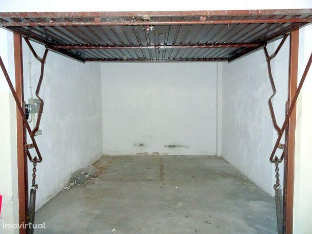Garagem para arrendar em Celas, junto aos HUC