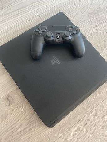 Sprzedam PS4 - stan idealny