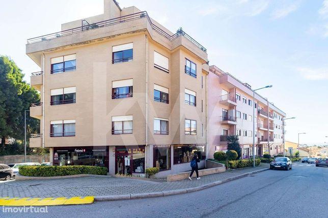 T2 com suite, lugar de garagem e vista de mar em Canidelo