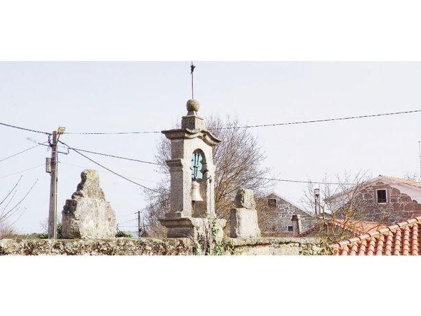 Quinta com Casa para recuperar e Capela em Casal de Cinza...