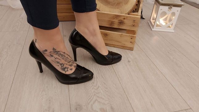 Piekne czarne pantofle