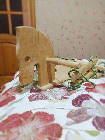 Деревянная качель лошадка