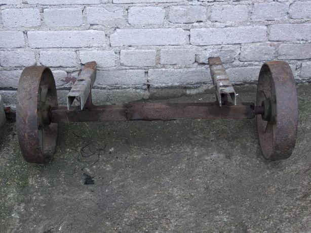 Metalowa ośka rolnicza