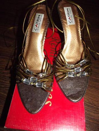 Buty sznurowane na łydkę