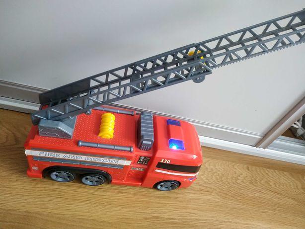 Duże auto straż pożarna