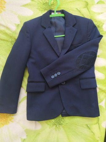 Продам пиджак на мальчика 6- 7 лет