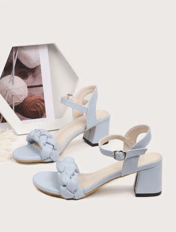 Sandália azul bebe