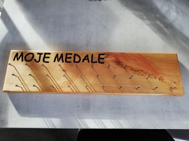 Wieszak na medale.