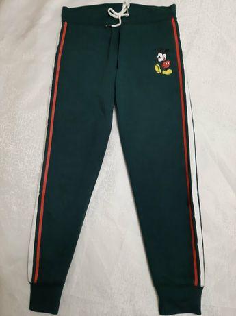 Новые штаны джоггеры с принтом Микки.