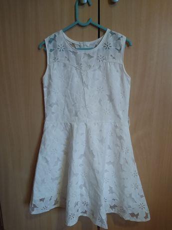 Sukienka dziewczęca w rozmiarze 140
