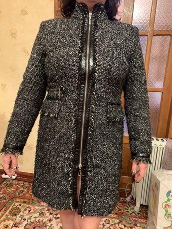 Пальто осеннее из ткани букле