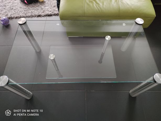 Szklana ława nowoczesna ze srebrnyni nogami stolik