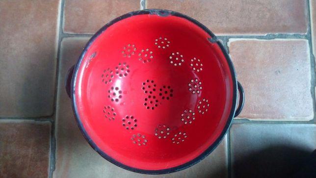 Durszlak emaliowany czerwony