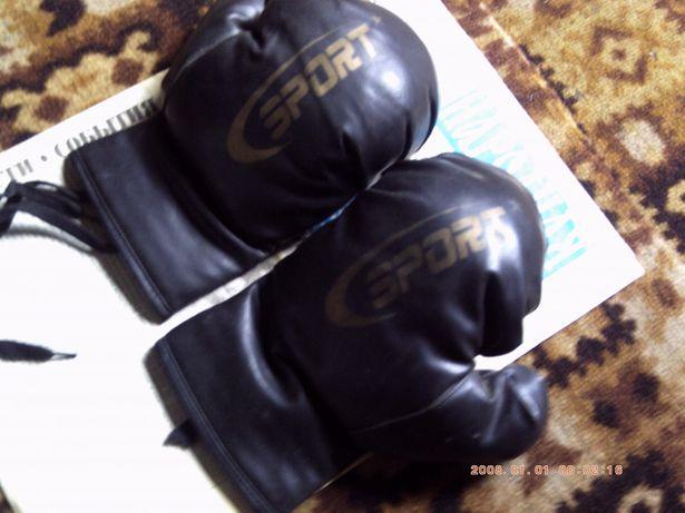 Продам по месту перчатки на бокс тэквондо каратэ и др.