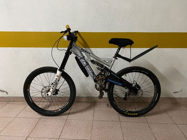 Bicicleta Mondraker Level - Downhill