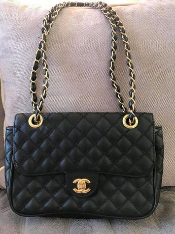 Mała czarna torebka CHANEL