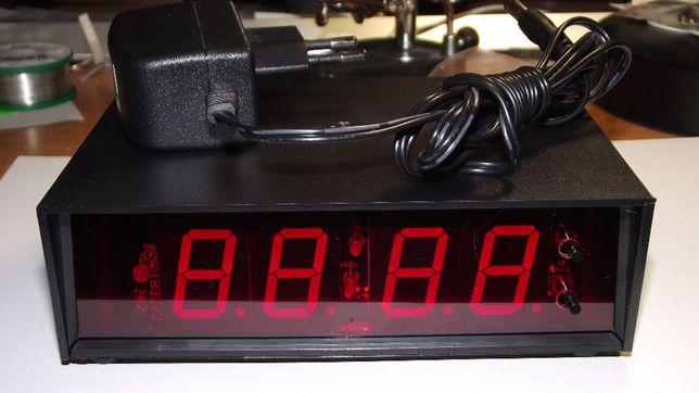 Zegar LED z budzikiem