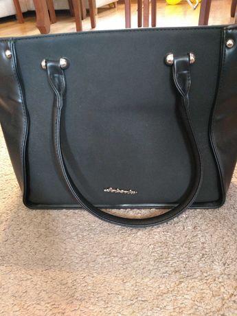Czarna torebka damska duża
