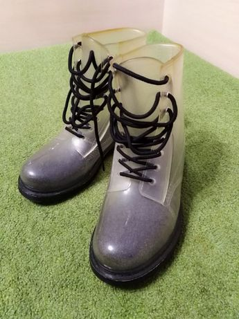 Женские резиновые ботинки на шнурках