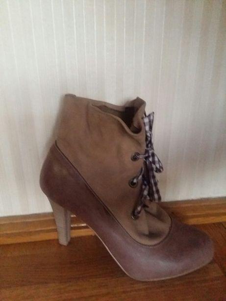 Продаються осінні черевички