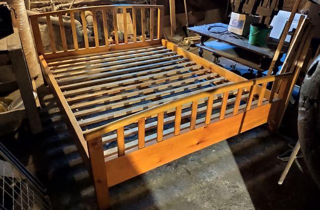 Łoże małżeńskie. Łóżko z litego drewna.