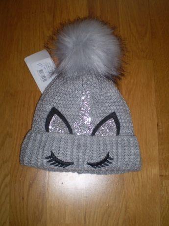 Нова шапка з єдинорогом