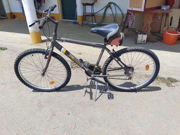 Bicicleta BTT usado