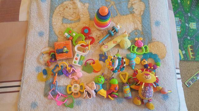 Погремушки, игрушки, ниблер, поилка, соска для детей до года.