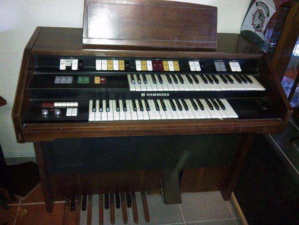 Orgão Vintage HAMMOND T524-C