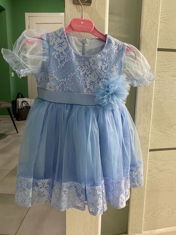 Платье нарядное праздничное на малышку размер 86 с заколкой в компл