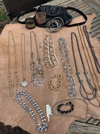 17 szt biżuteria z metalu w torebce torebka wisiorki bransoletki