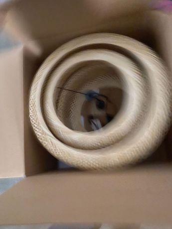Candeeiro na caixa IKEA