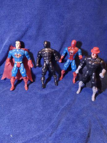 Набор іграшок супергероїв.