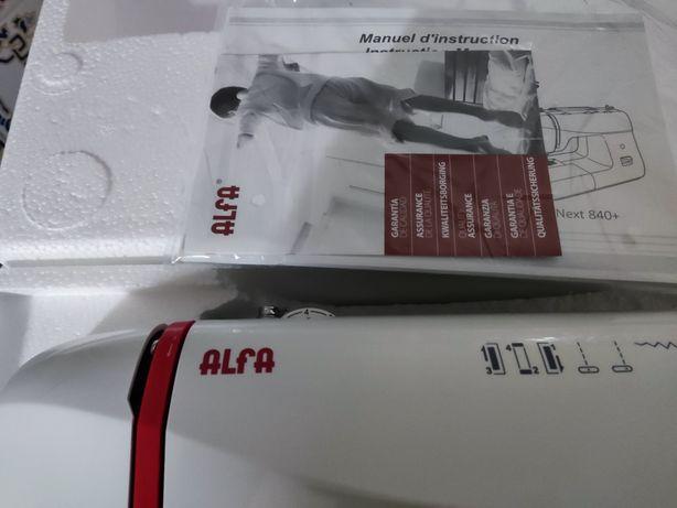 Máquina costura Alfa nova nunca usada ainda em caixa modelo Alfa  720+