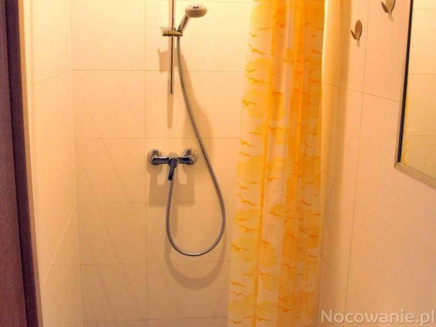 Pokoje do wynajęcia z łazienkami, TV, Internet